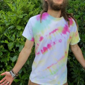 Q06 - Adult Medium Tie Dye T-shirt - M - Pastel goth Green pink yellow surreal psychedelic trippy tee